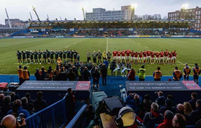 Cardiff Blues and Munster stand for a minute silence for Elli Norkett and former Cardiff RFC player Lloyd H Willliams 4/3/2017